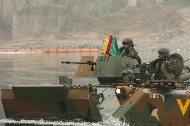 ROK and U.S. Soldiers participate in joint river crossing