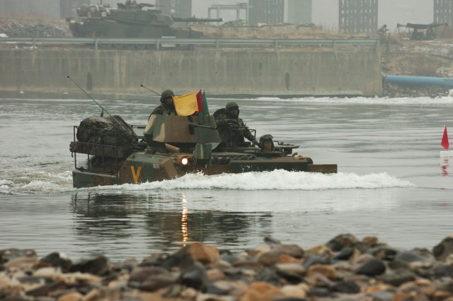 U.S. and ROK Army joint river crossing