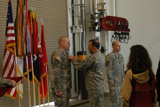 SCHOFIELD BARRACKS, Hawaii - Staff Sgt. Joseph Pennoni Jr., howitzer section chief, B Battery, 3rd Battalion, 7th Field Artillery Regiment, receives a Purple Heart from Lt. Gen. Benjamin Mixon, commanding general, U.S. Army-Pacific, Jan. 28. The ceremony took place at the 2nd Stryker Brigade Combat Team motor pool, Schofield Barracks.