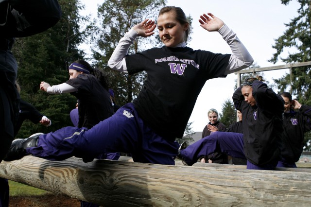 University of Washington softball player Alyson McWherter and her teammates tackle a confidence course at Fort Lewis Jan. 31 with the help of Soldiers from 1st Battalion, 23rd Infantry Regiment.