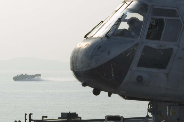 A CH-46E from the Dragons of HMM-265 prepares to liftoff the flight deck of USS Harpers Ferry