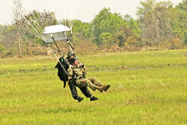 Thai, U.S. Marines conduct aerial delivery training during Exercise Cobra Gold 2009