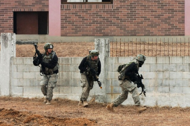 Warrior Focus: OPFOR scale a wall
