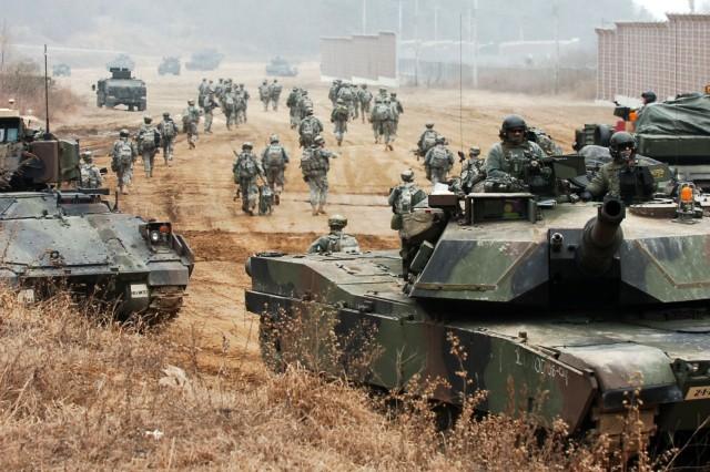 Warrior Focus: 1-72 Armor moves into position