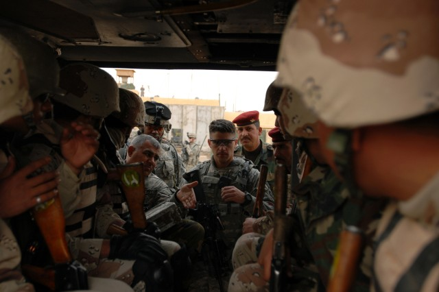 Iraqi, U.S. Soldiers conduct combined air-assault