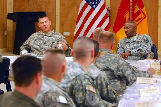 Top division enlisted leader meets with senior NCOs