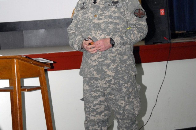 Soldiers learn about suicide