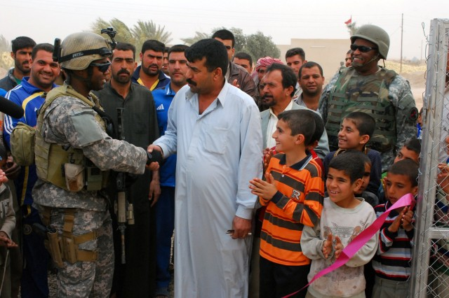 Soldiers perform dual role in Iraq