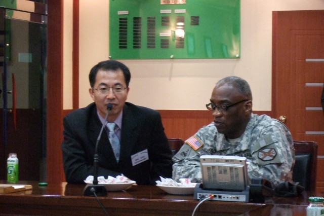 Red Cloud Commander visits 600th Defense Security Unit