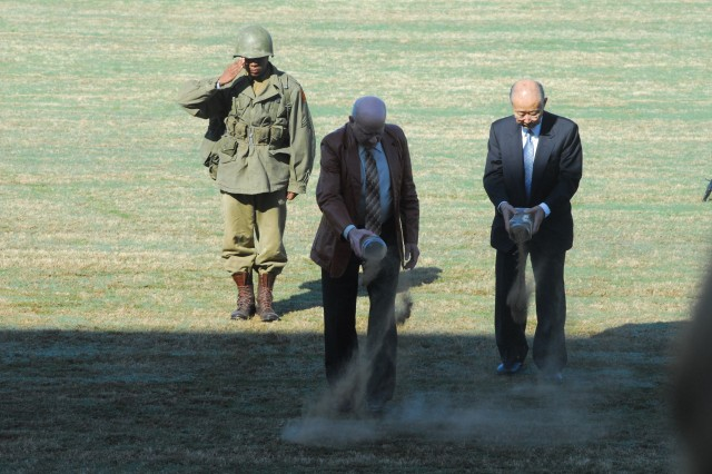 COL(R) Ola Lee Mize, who earned the Medal of Honor at Outpost Harry in the Korean War, and GEN(R) Sun Yup Paik, South Korea's most decorated veteran, sprinkle soil from Korea Thursday on the parade field.