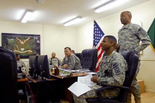 USARPAC general visits Watchdog MPs