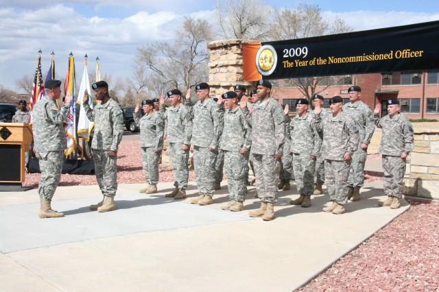 Fort Carson CG re-ups NCOs