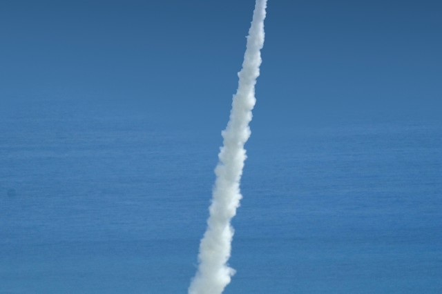"""The U.S. Army Space and Missile Defense Command conducts a missile test over the Pacific Ocean."""""""