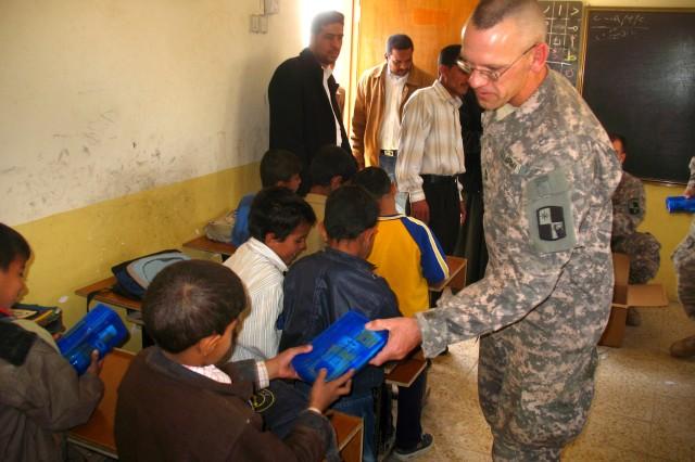 """Kansas Guard Soldiers Conduct """"Read Iraq"""" at Al Habib School"""