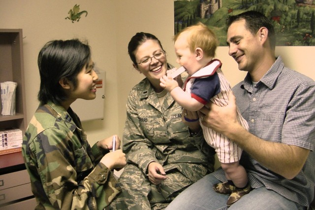 'Reach Out and Read' now reaches military Families