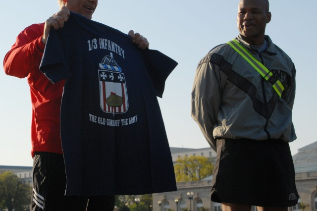 """Senator Ensign (R) Nevada took time out of his schedule to work out with members of the 3d US Infantry Regiment, """"The Old Guard"""" on the National Mall."""