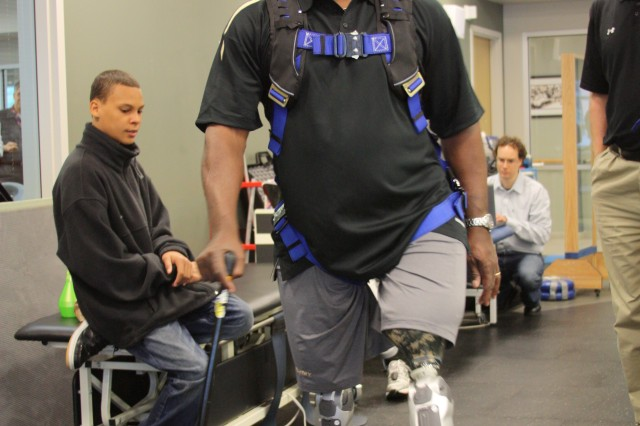 Wounded Warrior first to use next-generation powered legs