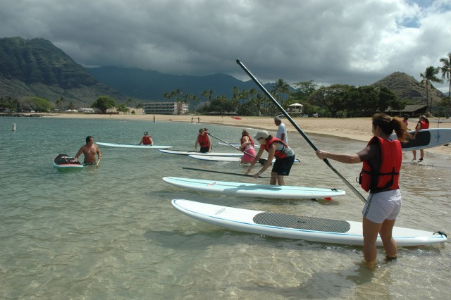 WAIANAE, Hawaii - Paddlers launch their stand up paddleboard at Pokai Beach, Thursday, April 16. Blue Star Card holders enjoyed an introduction to the art of stand up paddling with a combined effort from FMWR and Outdoor Recreation, April 16.