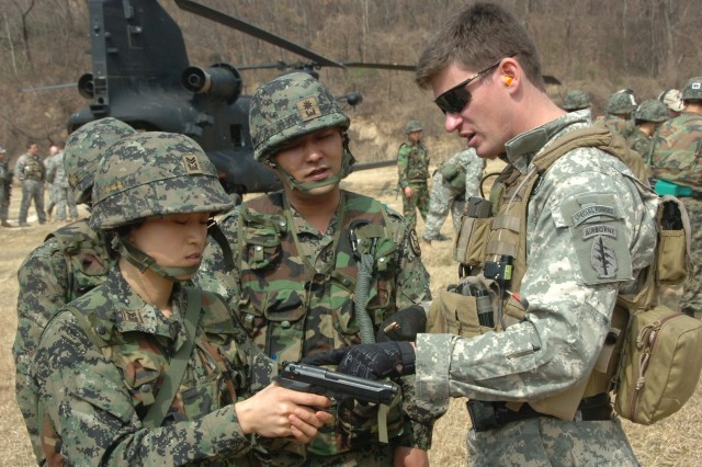 A U.S. Special Forces Soldier assigned to 1st Special Forces Group (Airborne) conducts marksmanship training at Damyang, Republic of Korea, March 20, 2009, with ROK Army Special Operation Troops.