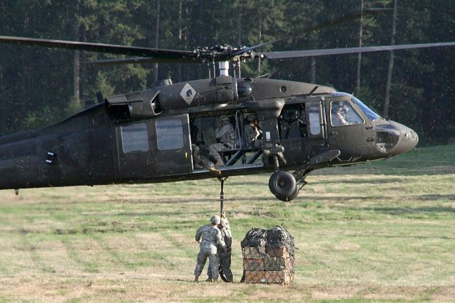 Fort Lewis Soldiers conduct sling load operations, during the three-week Pathfinder Course.