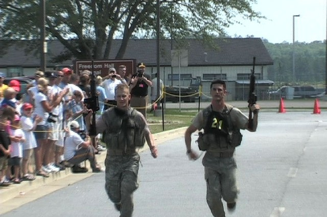 Sgt. 1st Class Blake Simms and Sgt. 1st Class Chad Stackpole, Team 21, 4th Ranger Training Battalion, run to cross the finish line on Day 3 of the 2009 Best Ranger Competition.