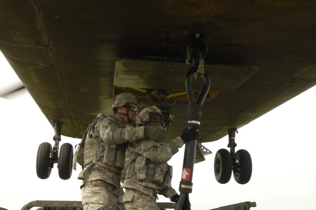 Soldiers from the 173rd Airborne Brigade Support Battalion successfully hook a sling load onto a CH-47 Chinook in Grafenwoehr, Germany, on May 5, 2009.