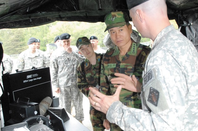 ROK commander visits CBRNE Soldiers