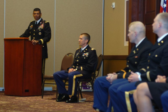 Big Red One general welcomes new officers