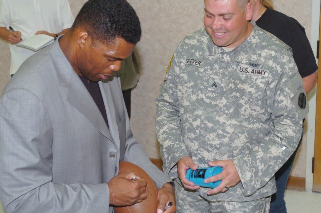NFL Legend Visits Fort Hood Warrior Transition Brigade