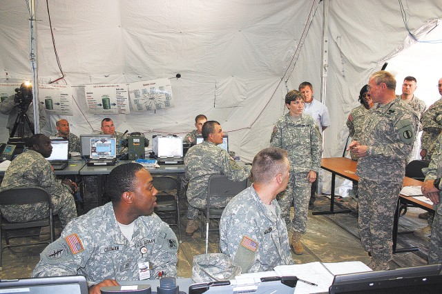 TRADOC CG visits Fort Gordon