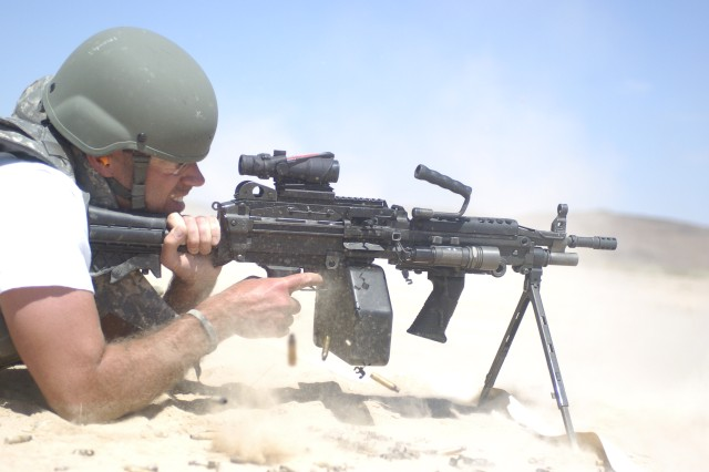 "Late-night host Carson Daly fires an M249 Squad Automatic Weapon during his visit to the National Training Center at Fort Irwin, Calif., May 27. Daly and his film crew visited the NTC to film an episode for his late night show, ""Last Call with Carson Daly."""