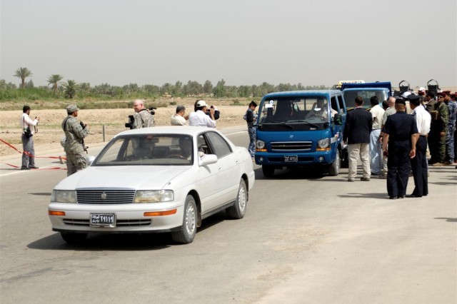 Iraqi public gains highway access convoy managers adjust for lane loss