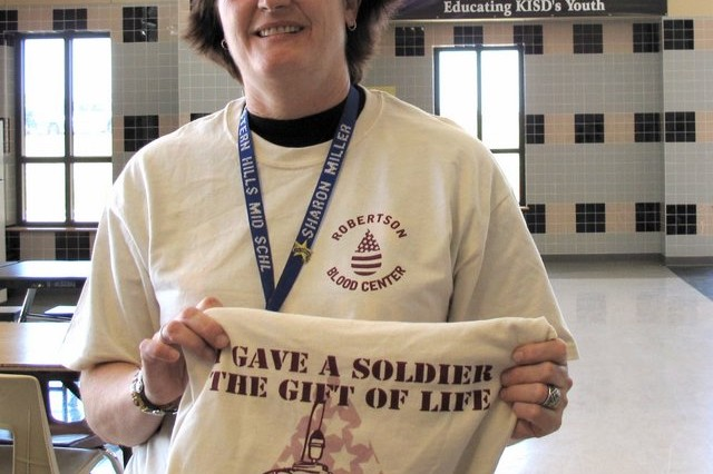 Eastern Hills Middle School principle Sharon Miller displays the Army Blood Donor tee shirt as she encourages others to support the troops, Wednesday, June 3, 2009, in Harker Heights, Texas.
