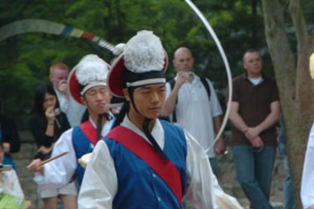 Servicemembers participate in cultural tours