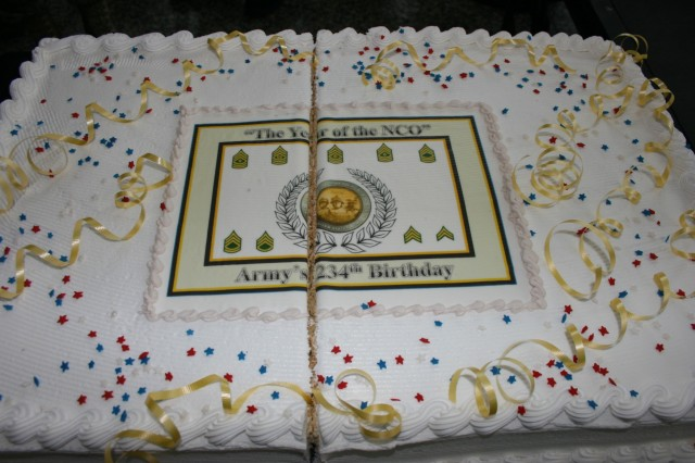 The Army Birthday cake following the cutting ceremony in Daley Center, Chicago, June 11, 2009.