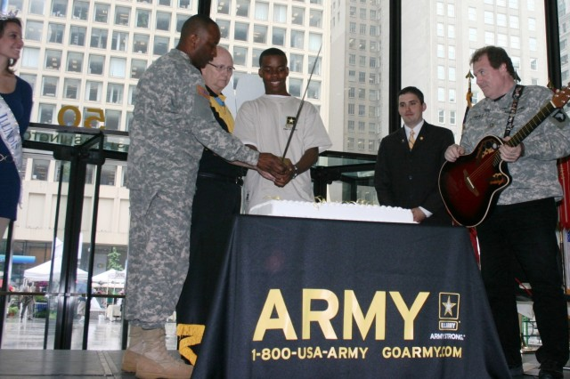 The Army Celebrates its 234th Birthday in Chicago