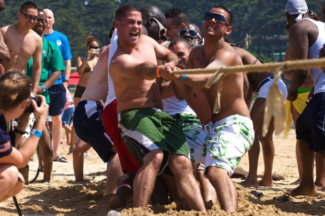 American and Korean single Soldiers compete in a tug of war on Daecheon Beach June 13. The Better Opportunities for Single Soldiers Beach Blast drew more than 500 Soldiers from bases around South Korea.