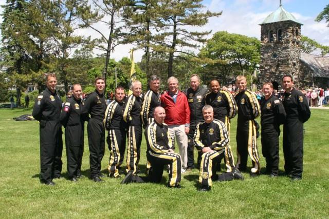 Army Parachute Team Celebrates with 41