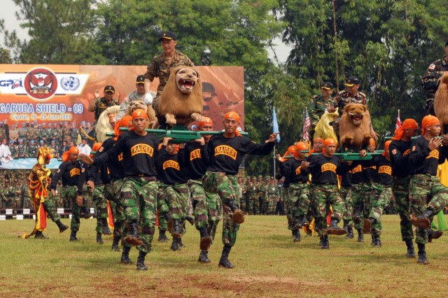 Tentara Nasional Indonesia Ankatan Darat, or Indonesian Army, Soldiers perform a traditional Indonesian dance at the finale of the Exercise Garuda Shield 2009 opening ceremony at the TNI-AD Infantry Training Center in Bandung, Indonesia, June 16. The two-week exercise brings together Soldiers and Marines from nine nations to train on UN mandated ground-level tasks. GS09 is the latest in a continuing series of exercises designed to promote regional peace and security. Training will focus on peace support operations and Global Peace Operations Initiative certification, a Command Post Exercise, a Field Training exercise and Humanitarian and Civic Assistance projects.