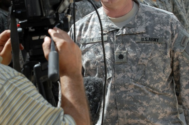 BAGHDAD - Lt. Col. John Vermeesch, a Roscommon, Mich., native and commander of 1st Battalion, 18th Infantry Regiment, 2nd Brigade Combat Team, 1st Infantry Division, speaks with Iraqi reporters after signing the contracts for the transfer of Joint Security Station Hurriyah May 30.