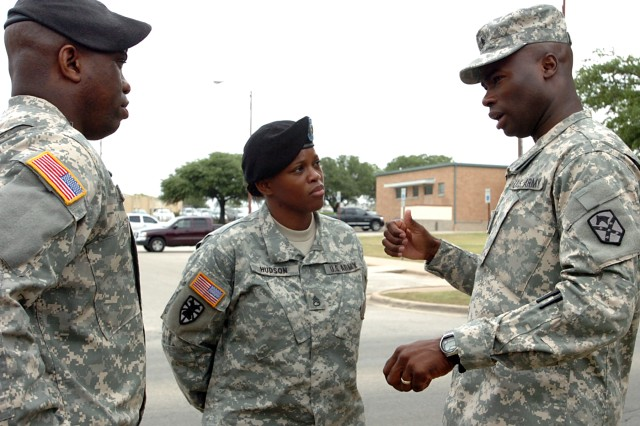 Command Sgt. Maj. Nathaniel Bartee, senior non-commissioned officer 15th Sustainment Brigade, 13th Sustainment Command (Expeditionary)(right) speaks to Sgt. 1st Class Karen Hudson and Sgt 1st Class Allen Sistrunk, Houston Army recruiters, during a post tour here by Army Delayed Entry Program recruits June 10. (U.S. Army photo by Cpl. Jessica Hampton, 15th Sustainment Brigade Public Affairs)