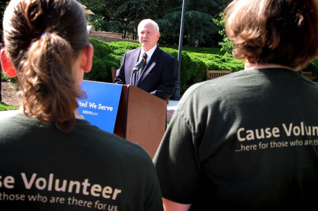 """Defense Secretary Robert M. Gates speaks to a group of volunteers gathered at Walter Reed Army Medical Center in Washington, D.C., June 22, 2009. Gates was at the hospital to help kick off President Barack Obama's """"United We Serve"""" summer campaign aimed at boosting volunteerism and community service across the country."""