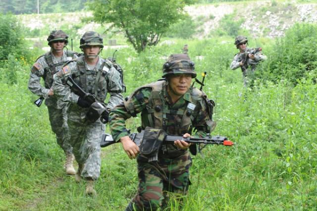 Senior ROK-U.S. Soldiers train together at Korea Training Center