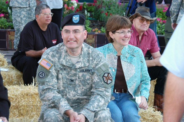 Smith relinquishes command of Fort Carson garrison