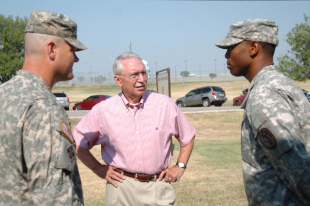 Retired Gen. Frederick Franks visits WTB's Purple Heart Company