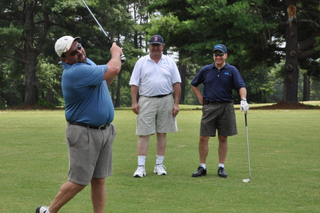 AUSA golf tourney raises funds for Soldiers