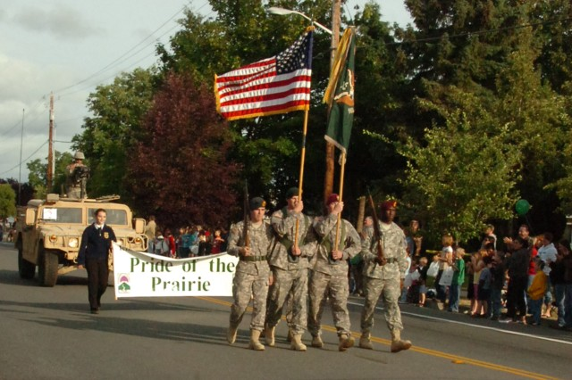Soldiers from 1st Special Forces Group (Airborne) lead the 2009 Prairie Days parade in Yelm, Wash.  The city of Yelm is 1st SFG(A)'s community connector city.