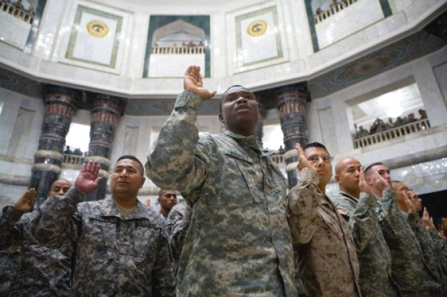Biden, Odierno Preside Over Naturalization Ceremony in Iraq