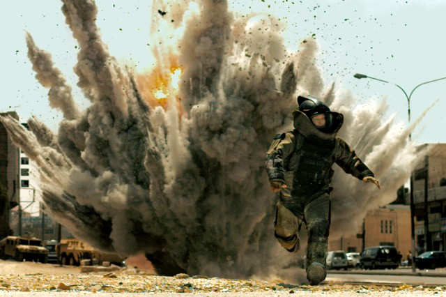 EOD Soldiers view 'The Hurt Locker'