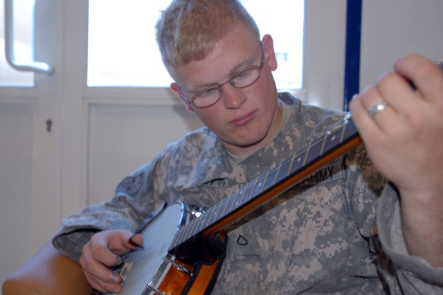 Infantry Soldier brings bluegrass to desert